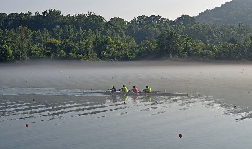 scull-rowing-in-fog-2532504__480